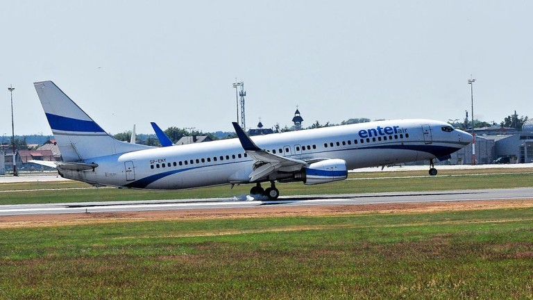 Enter Air - Boeing 737-86N