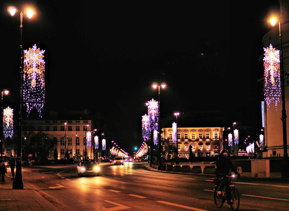 Plac Trzech Krzyży nocą