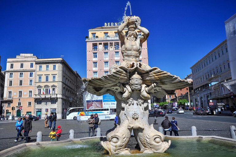 Fontana del Tritone - Fontanna Trytona